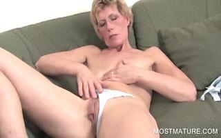 older blondie fingering slit