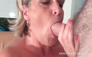 aged hawt mom can to sucks penis