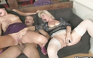mama licks daughters pussy while dad wanks