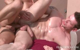 homo masseur enjoys fucking gazoo