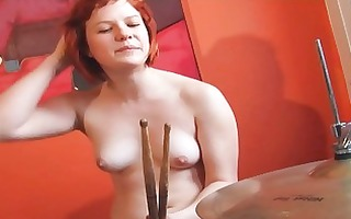 drummer redhead showing shaggy fur pie