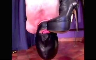 femdom-goddess spanks sub suspended upside down